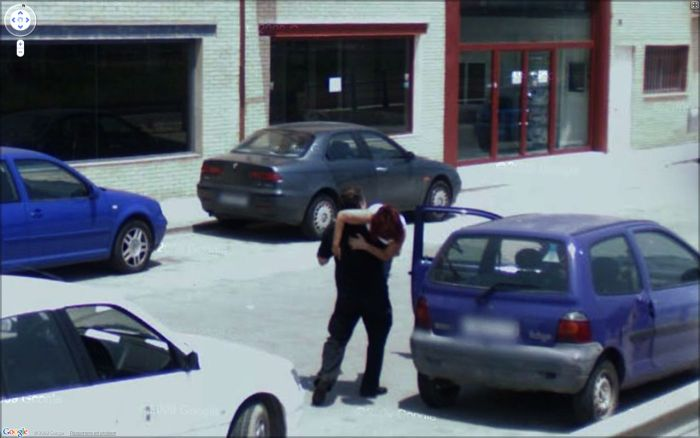 hilarious-images-caught-on-google-maps-street-view-2