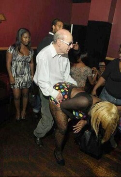 embarrassing nightclub photos 5